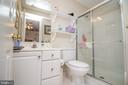 En-Suite Bathroom Servicing Bedroom #2 - 25282 KENNEBEC DR, CHANTILLY