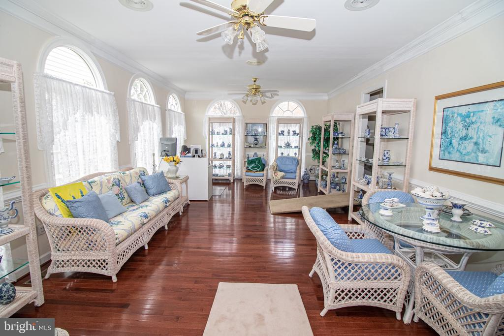 Conservatory with Abundance of Natural Light - 25282 KENNEBEC DR, CHANTILLY