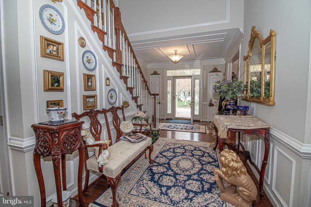 Gorgeous Foyer Entry - 25282 KENNEBEC DR, CHANTILLY