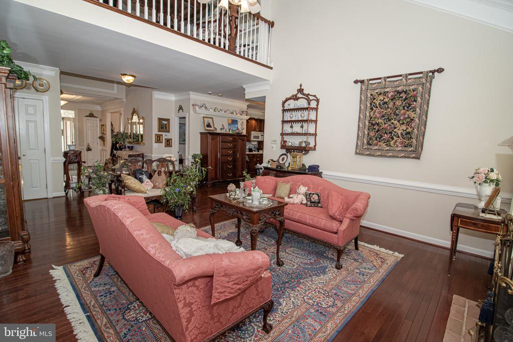 Family Room with Second Story Overlook - 25282 KENNEBEC DR, CHANTILLY