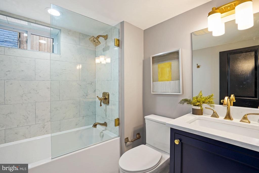 Bathroom - Apartment - 2217 FLAGLER PL NW, WASHINGTON