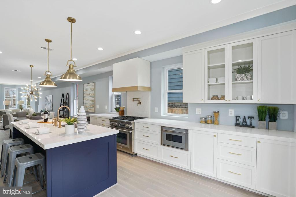 Dine in Island and custom cabinetry - 2217 FLAGLER PL NW, WASHINGTON