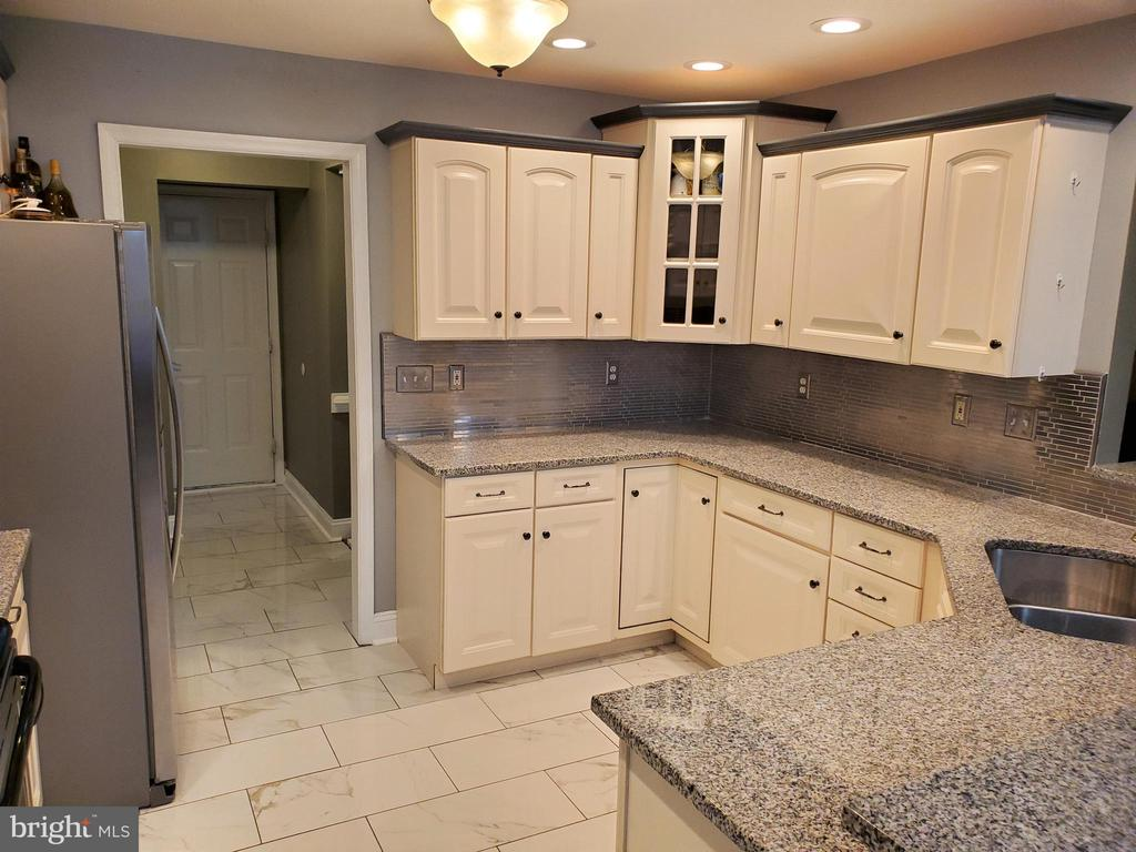 NEW 2017 Kitchen - 403 WESTOVER PKWY, LOCUST GROVE