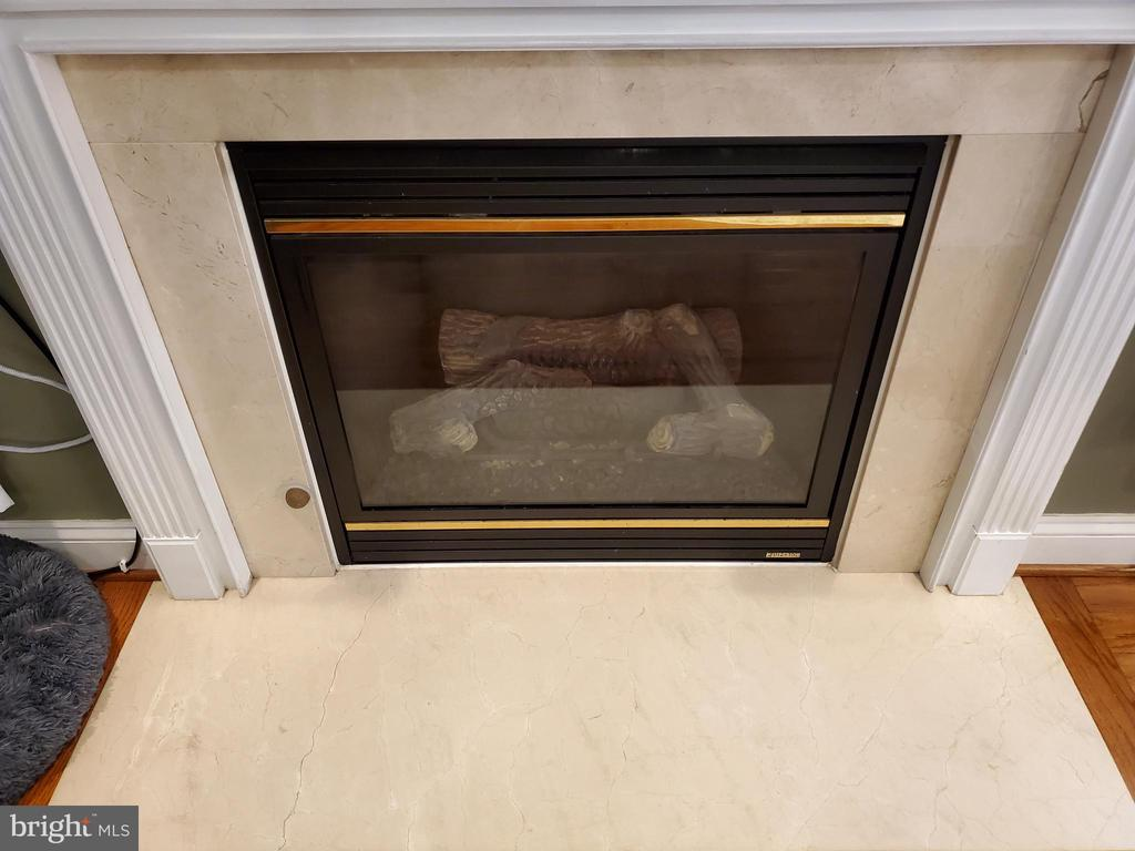 Marble Surround Fireplace - 403 WESTOVER PKWY, LOCUST GROVE
