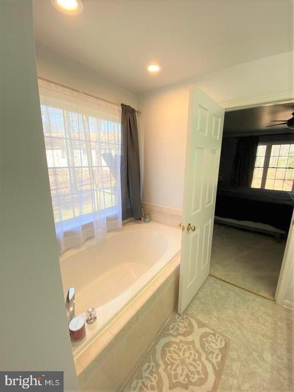 Master Bath Soaking Tub - 403 WESTOVER PKWY, LOCUST GROVE