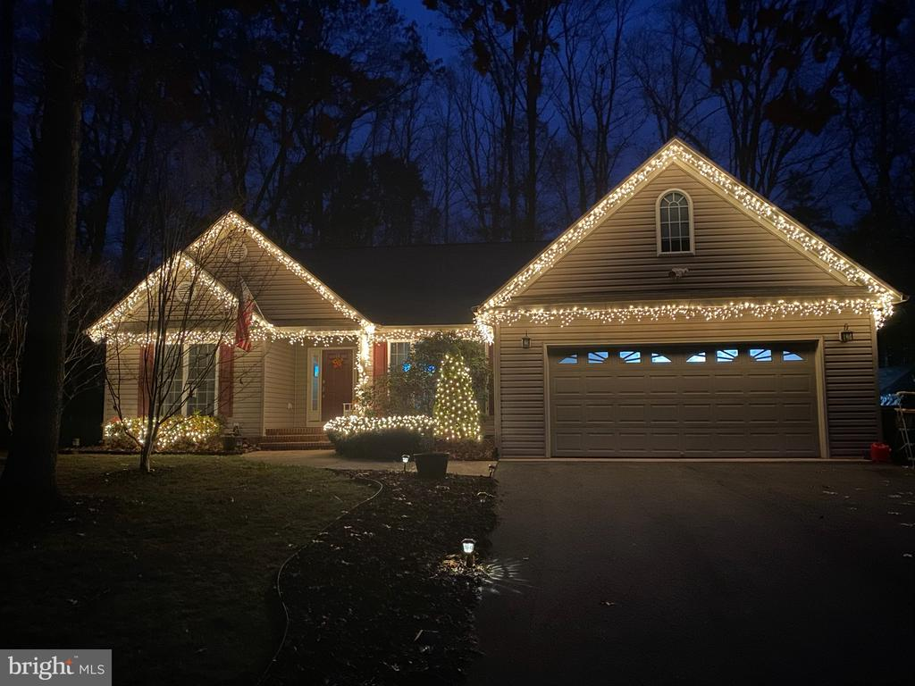 Lit up for Christmas - 403 WESTOVER PKWY, LOCUST GROVE