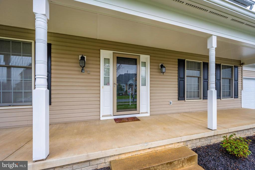 Welcome home to your covered front porch - 2505 UNDERWOOD LN, ADAMSTOWN
