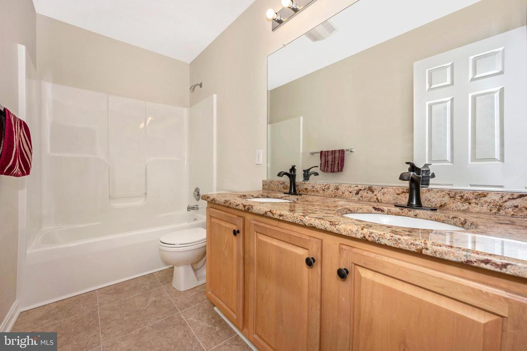 Hall bath on the upper level with dual sinks - 2505 UNDERWOOD LN, ADAMSTOWN