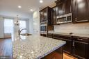 Gourmet kitchen - 8900 ENGLEWOOD FARMS DR, MANASSAS