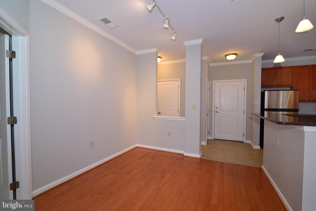 Dining room opens to kitchen - 2655 PROSPERITY AVE #119, FAIRFAX