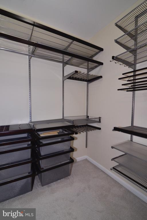 Primary bedroom walk in closet w/organizers - 2655 PROSPERITY AVE #119, FAIRFAX