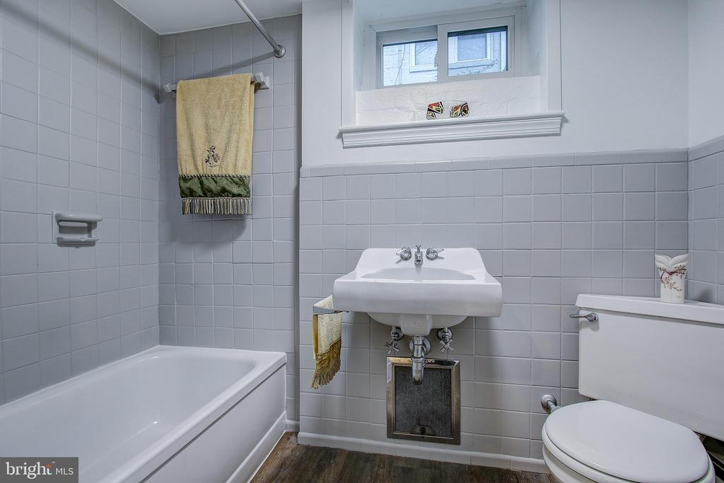 LOWER LEVEL TILE BATH - 10311 DETRICK AVE, KENSINGTON
