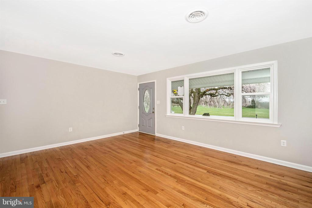 Living Room - 8846 MAPLEVILLE RD, MOUNT AIRY