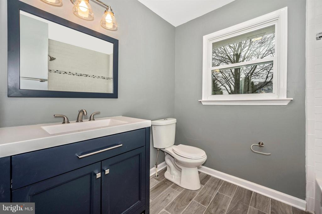 Full Bathroom - 8846 MAPLEVILLE RD, MOUNT AIRY
