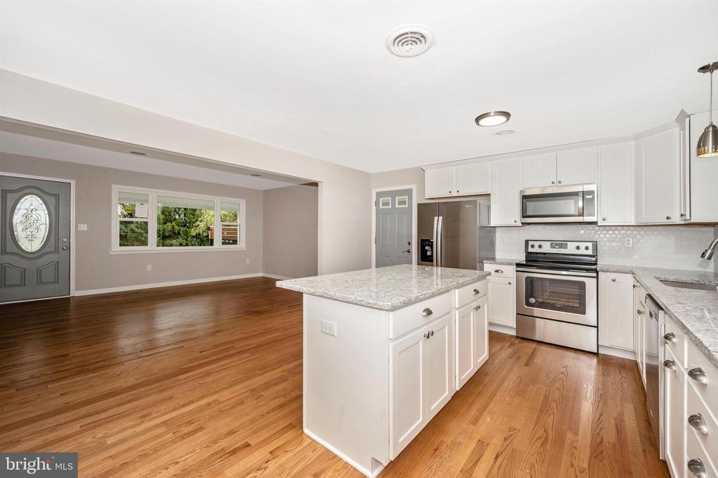 Kitchen - 8846 MAPLEVILLE RD, MOUNT AIRY