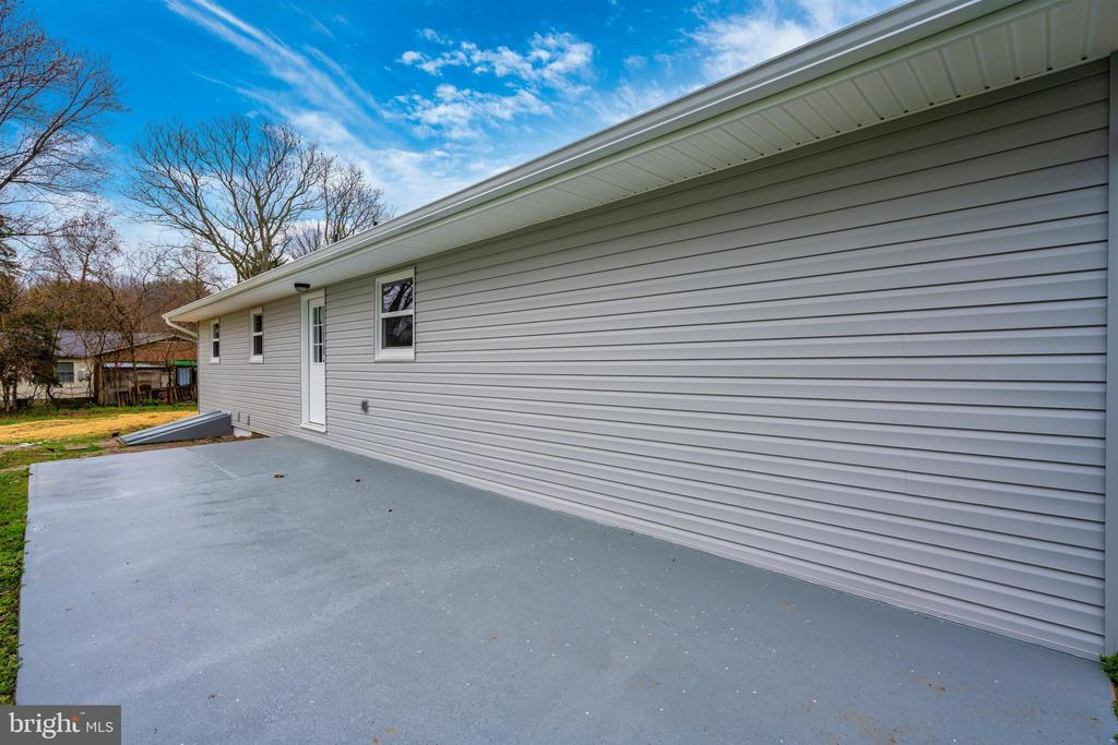 Exterior Rear-Patio - 8846 MAPLEVILLE RD, MOUNT AIRY