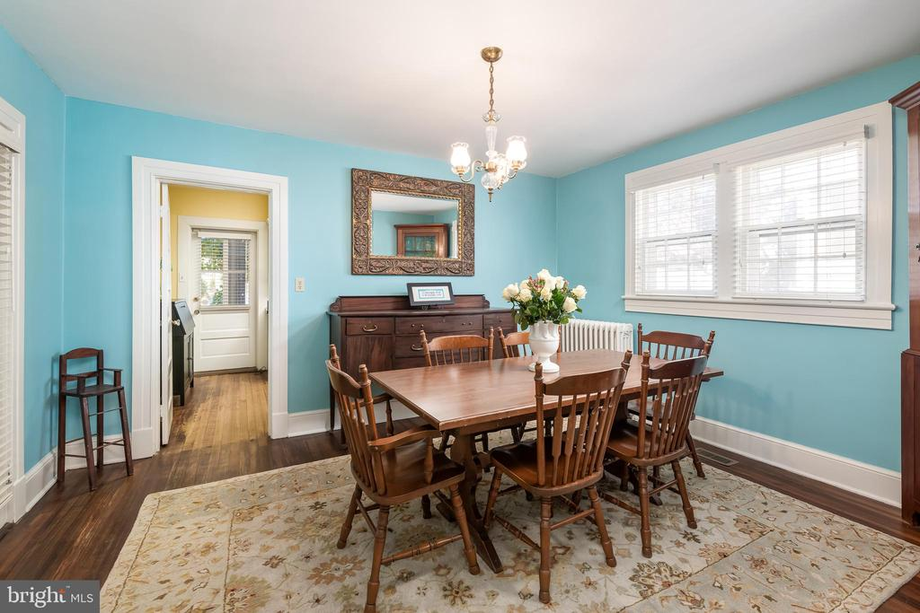Dining room is off the kitchen - 405 HANOVER ST, FREDERICKSBURG