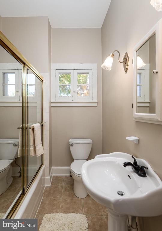 Upper level Bathroom - 405 HANOVER ST, FREDERICKSBURG