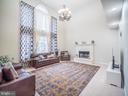 2 story Family Room - 43075 BARONS ST, CHANTILLY