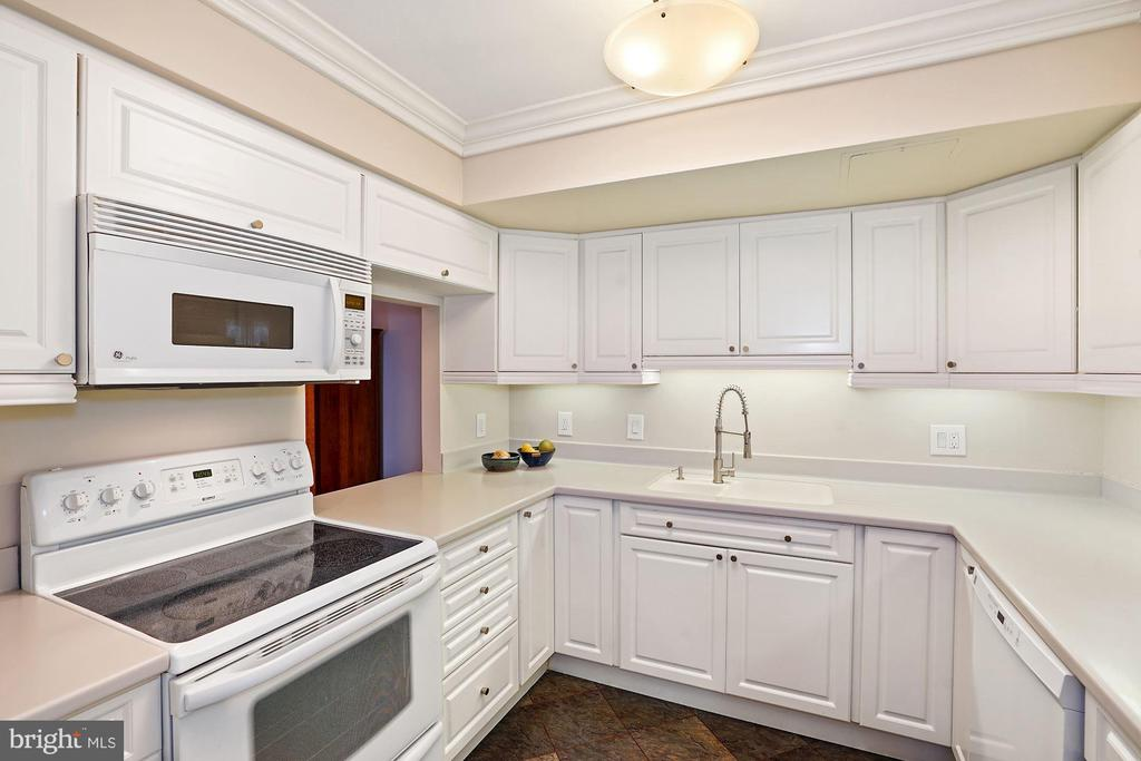 Kitchen - 3800 FAIRFAX DR #1014, ARLINGTON