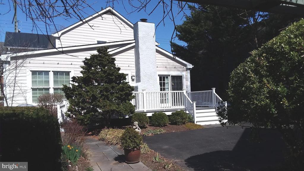 Rear entrance from paved parking area. - 239 W MARKET ST, LEESBURG