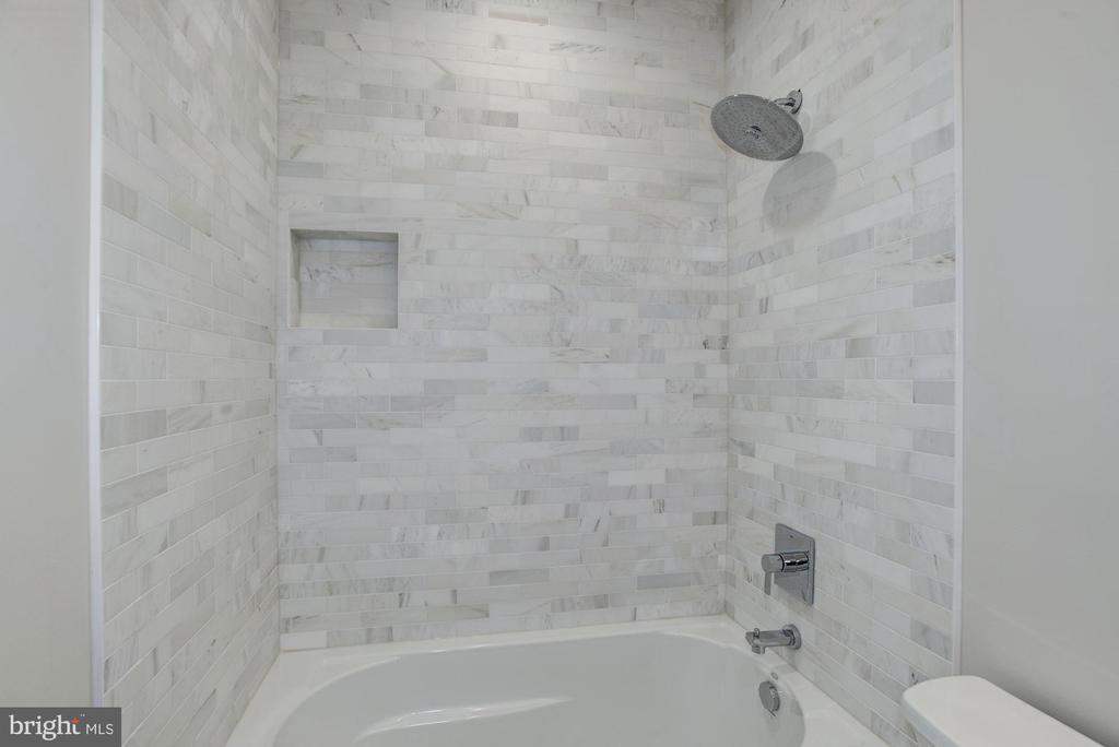 Beautiful tiling - 1916 RHODE ISLAND AVE, MCLEAN