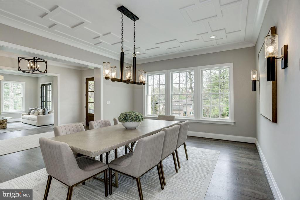 Classy Dining room with gorgeous designer fixtures - 1916 RHODE ISLAND AVE, MCLEAN