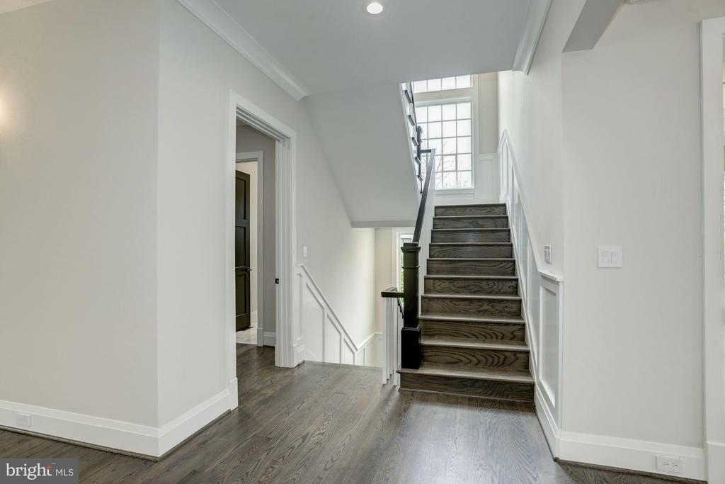 Main Staircase to upper and lower level - 1916 RHODE ISLAND AVE, MCLEAN