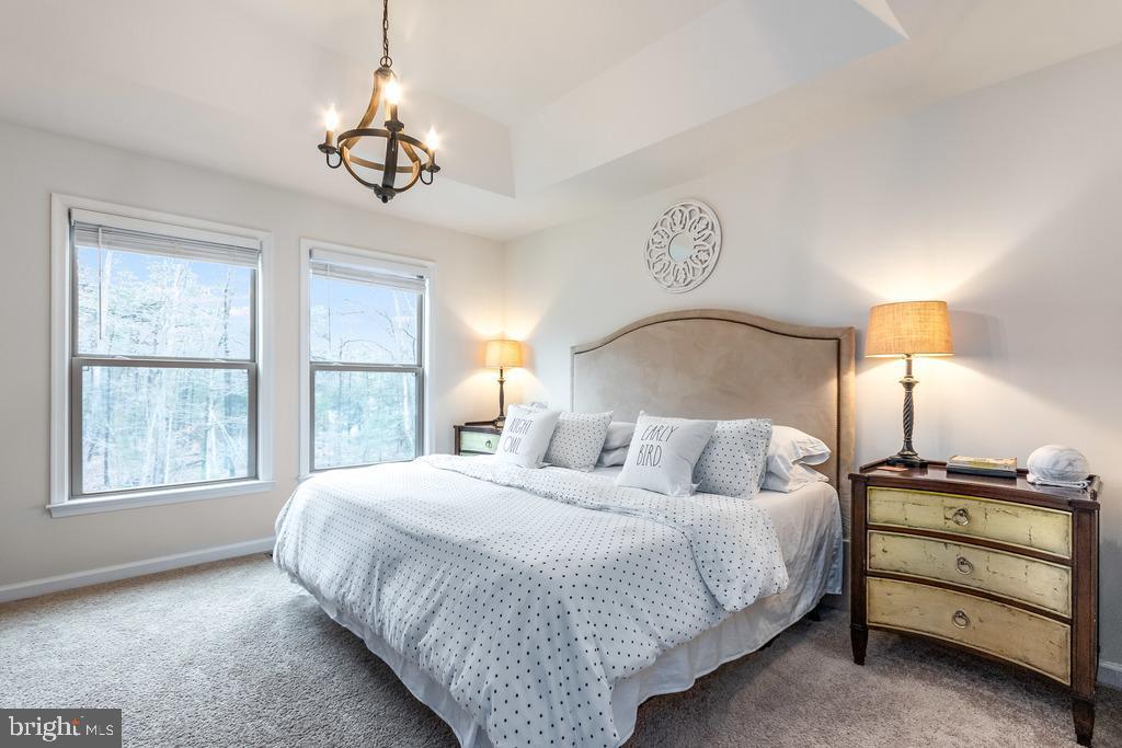 spacious master bedroom - 42424 DOGWOOD GLEN SQ, STERLING