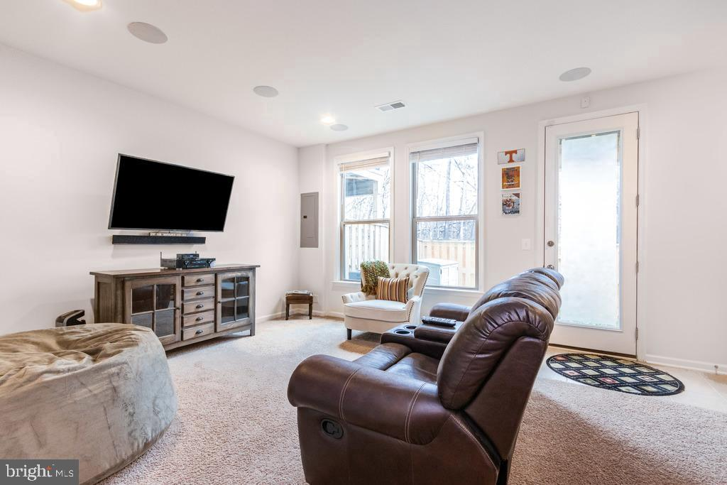 Lower level rec room/man cave and walkout - 42424 DOGWOOD GLEN SQ, STERLING