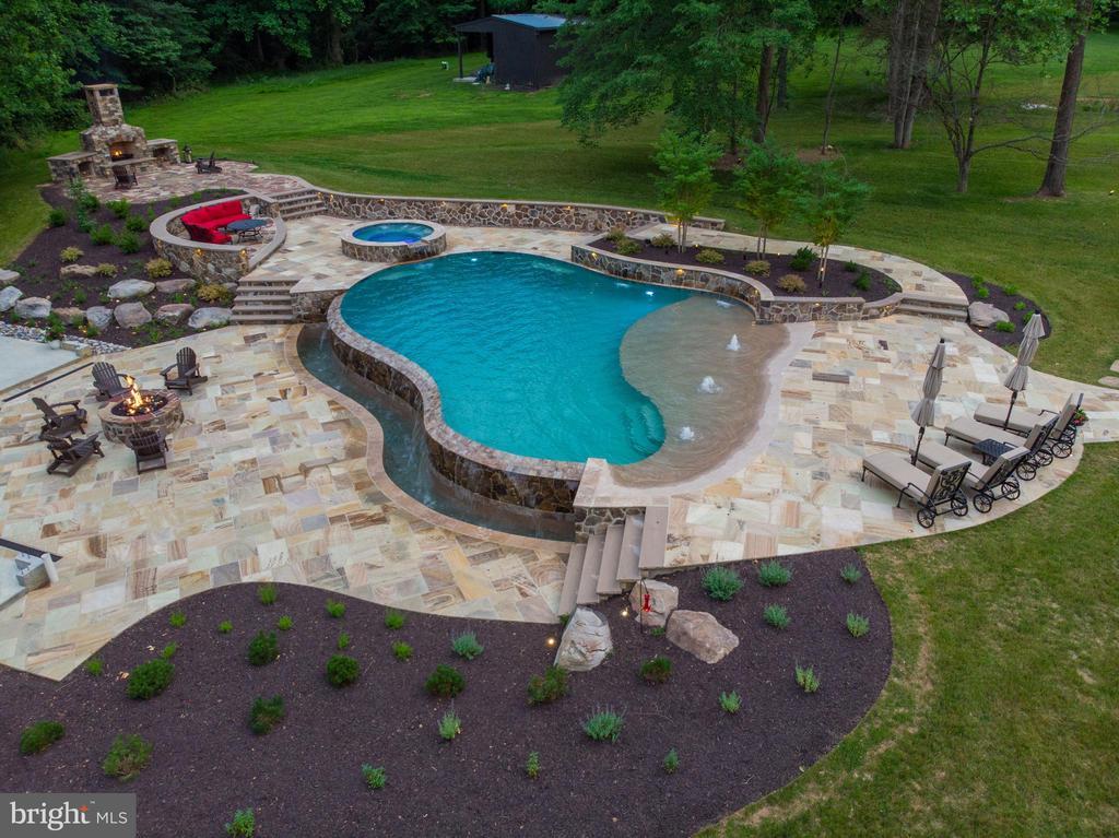Infinity Edge Custom pool w/beach entry,water fall - 14671 VIBURNUM DR, DAYTON