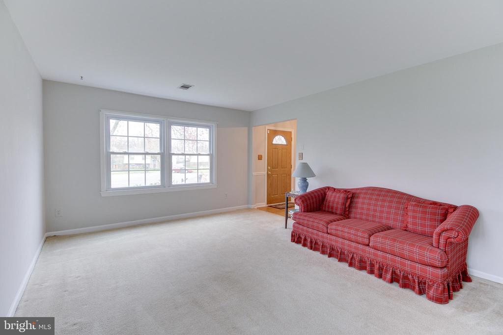 Living room - 503 LEE CT, STERLING