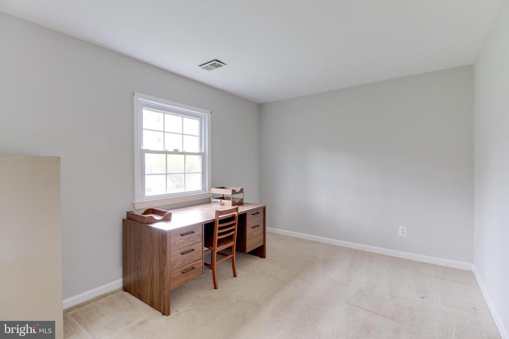 Den/Office/5th bedroom - 503 LEE CT, STERLING