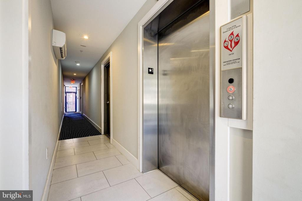 Main floor and elevator (take this to roof deck!) - 340 ADAMS ST NE #104, WASHINGTON