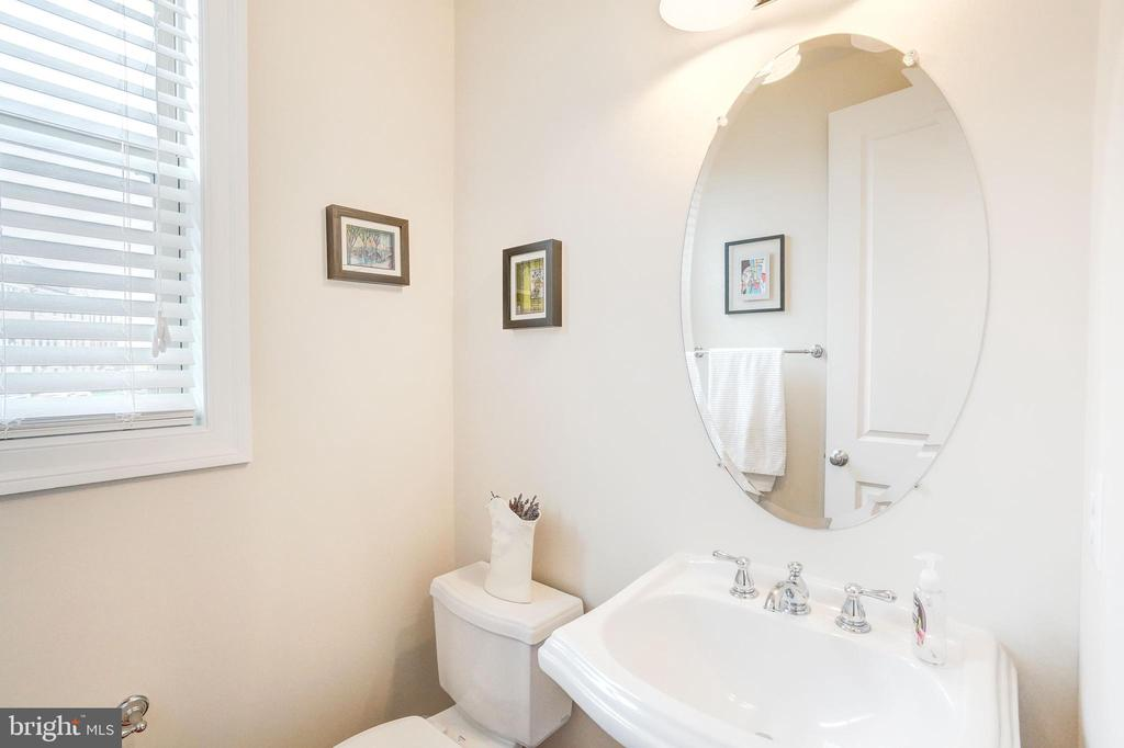 Powder Room - 20673 HOLYOKE DR, ASHBURN