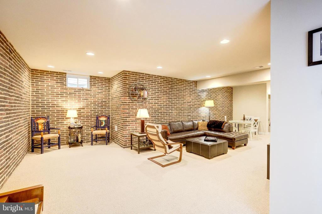 Amazing lower level with custom brick facade wall. - 20673 HOLYOKE DR, ASHBURN