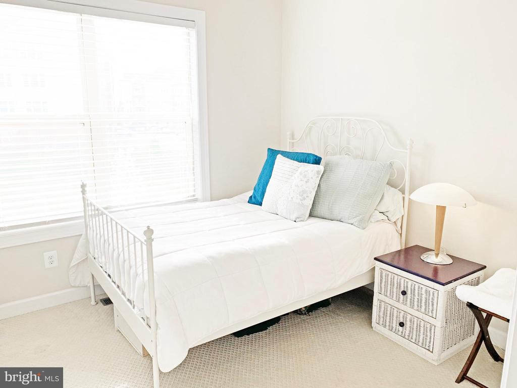 Bedroom 3 - 20673 HOLYOKE DR, ASHBURN