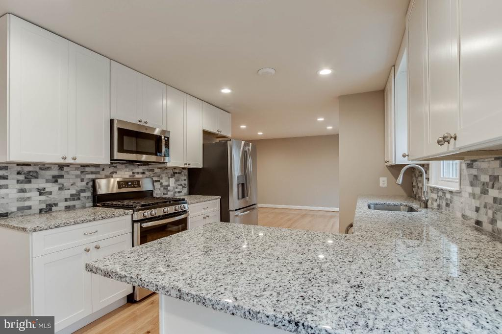 Kitchen with Granite/ Stainless Steel Appliances - 9023 ASHMEADE DR, FAIRFAX