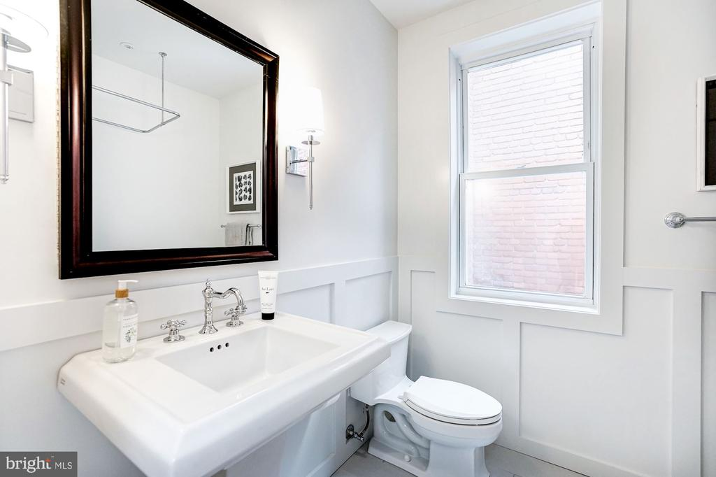 Hall Bath w/ handsome millwork - 1332 RIGGS ST NW, WASHINGTON