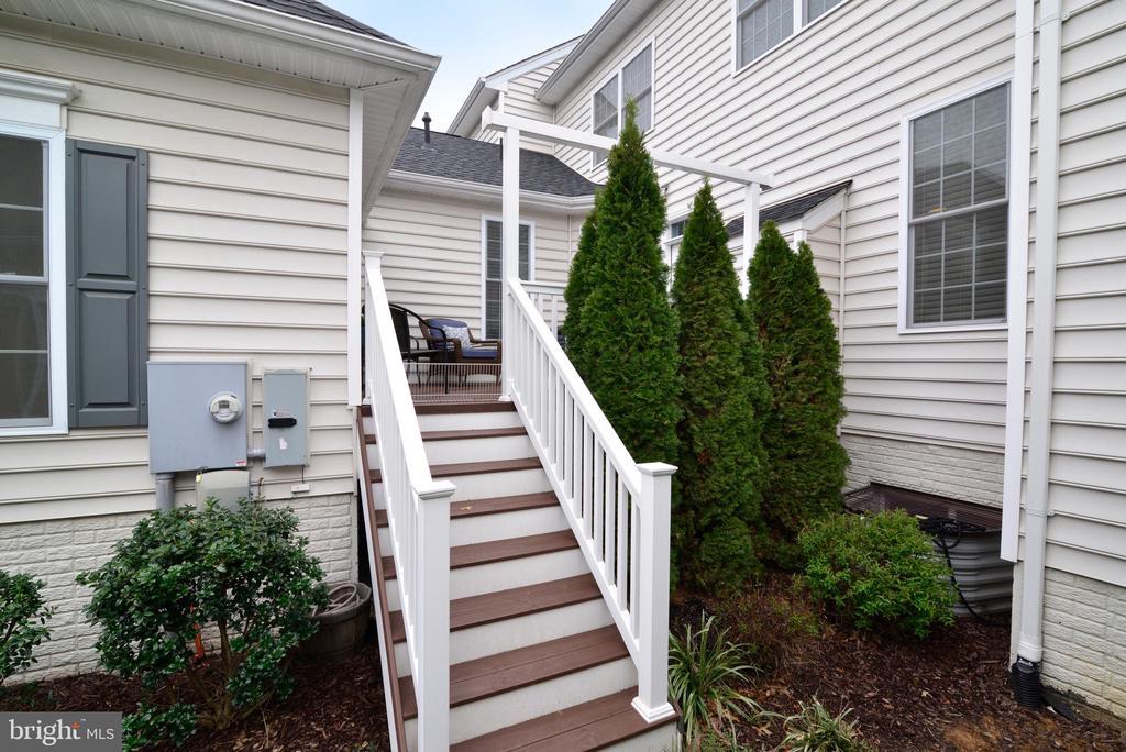 Back Deck Stairs - 22988 CHERTSEY ST, ASHBURN
