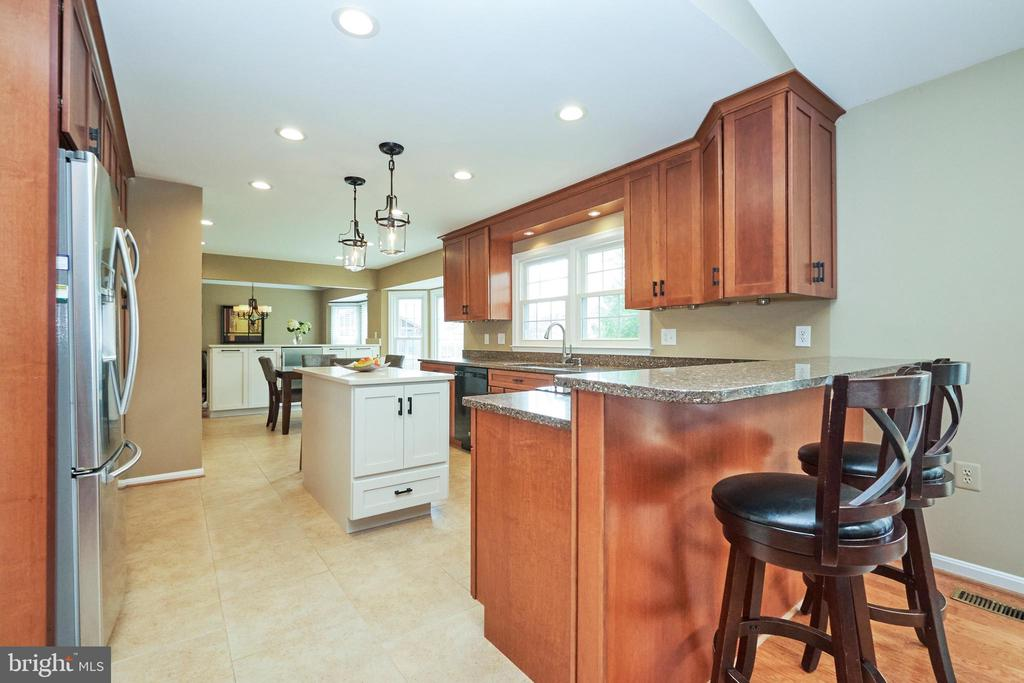 Updated Kitchen - 13356 GLEN TAYLOR LN, HERNDON