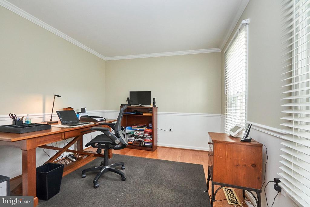 Main Level Office - 13356 GLEN TAYLOR LN, HERNDON