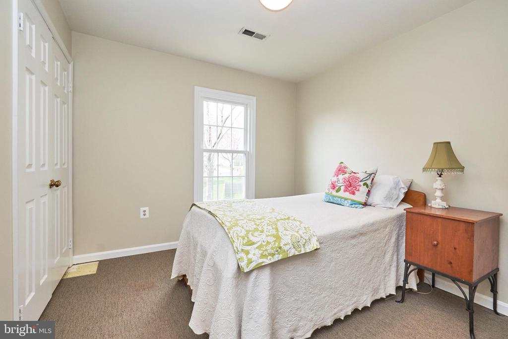 Secondary Upper Level Bedroom - 13356 GLEN TAYLOR LN, HERNDON