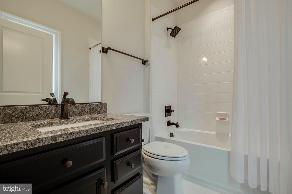 Upper Level Bedroom/Bath 4 - 23219 LUNAR HARVEST LN, ALDIE