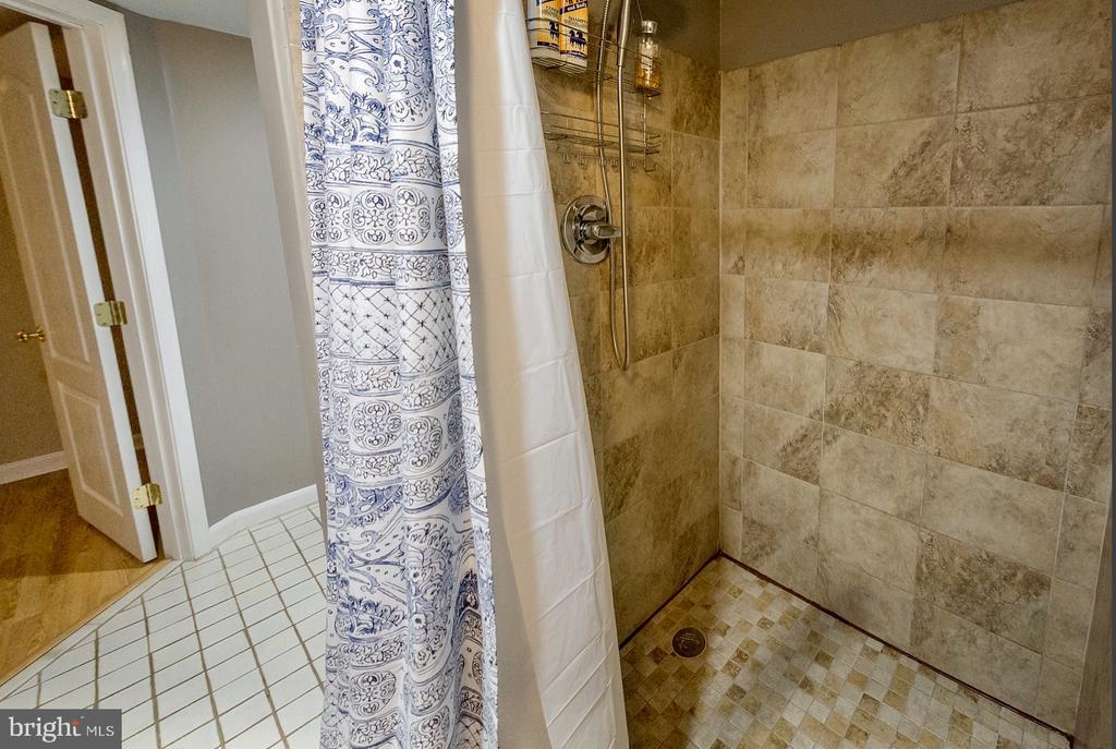 basement shower - 9 JENNIFER LYNNE DR, KNOXVILLE