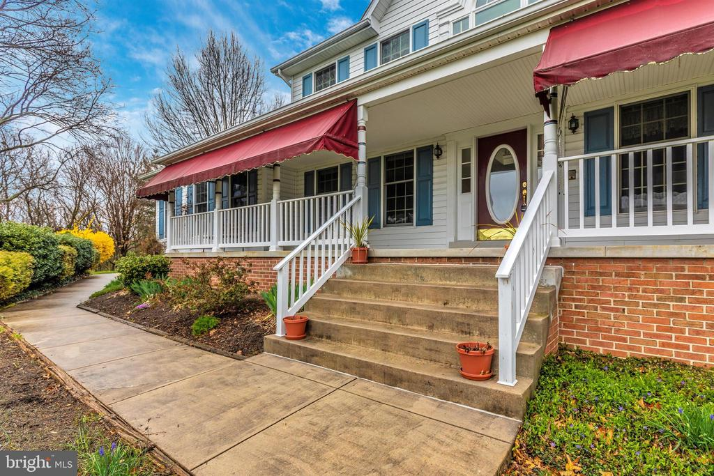 Full front porch to enjoy the view. - 7799 COBLENTZ RD, MIDDLETOWN