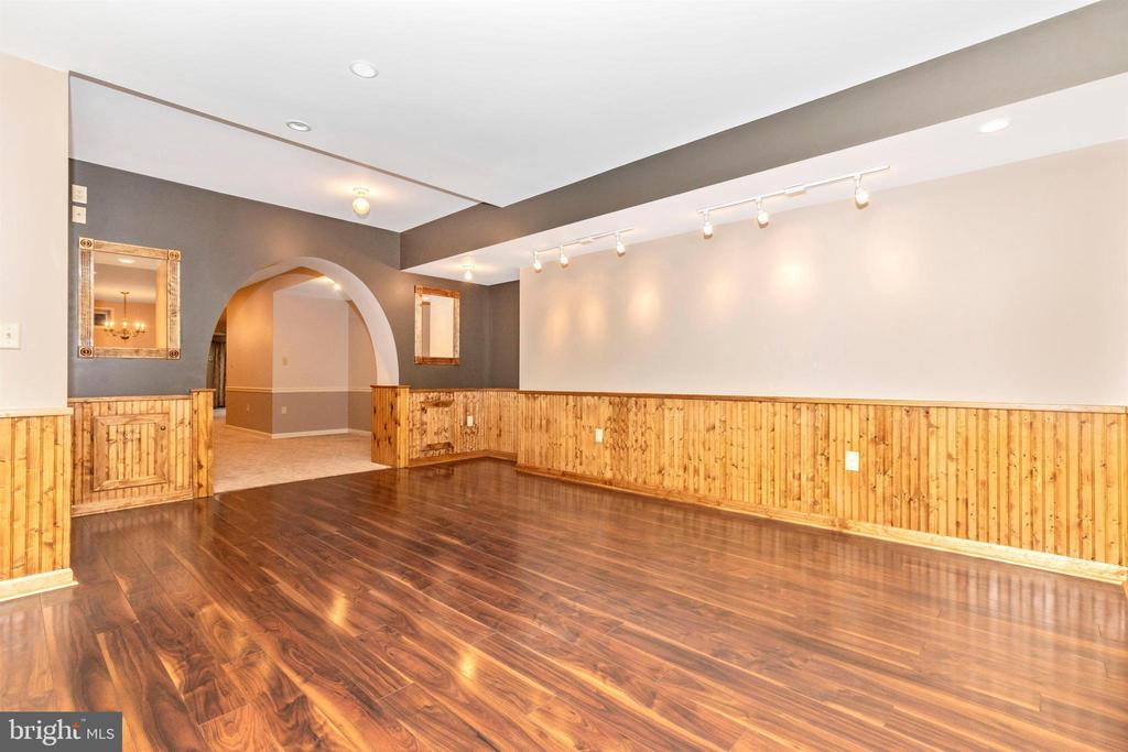 Love the archways and lighted niches! - 7799 COBLENTZ RD, MIDDLETOWN