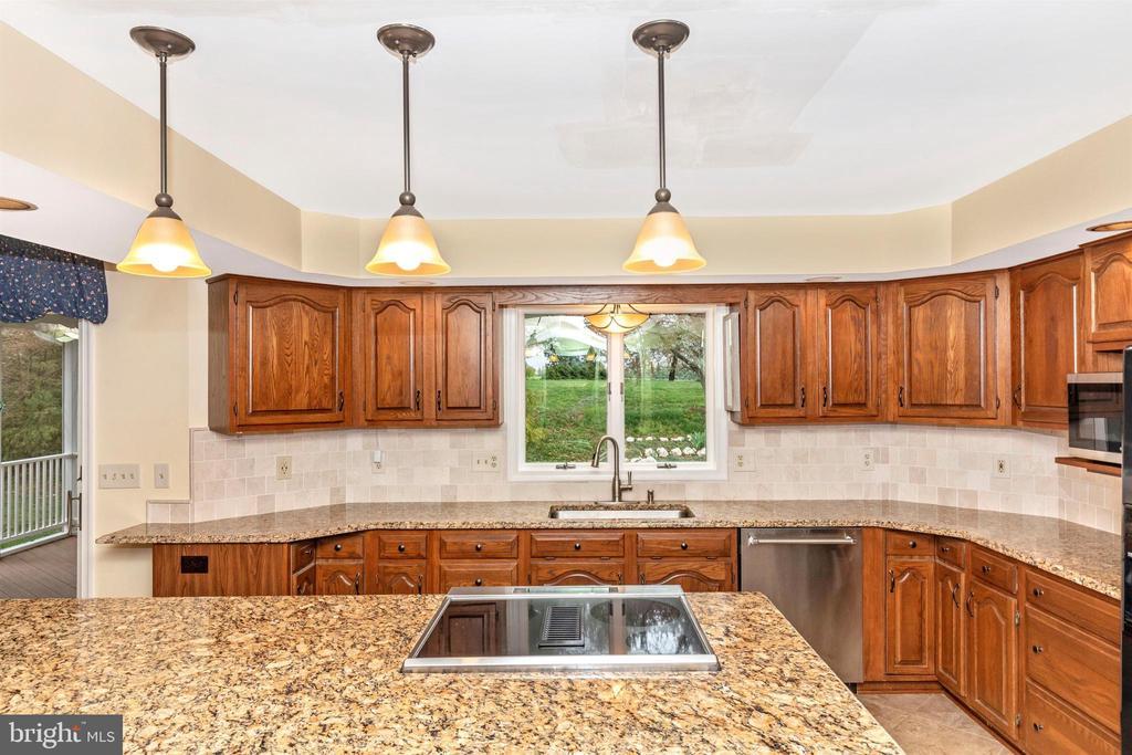 Pendant,recessed and under cabinet lighting. - 7799 COBLENTZ RD, MIDDLETOWN