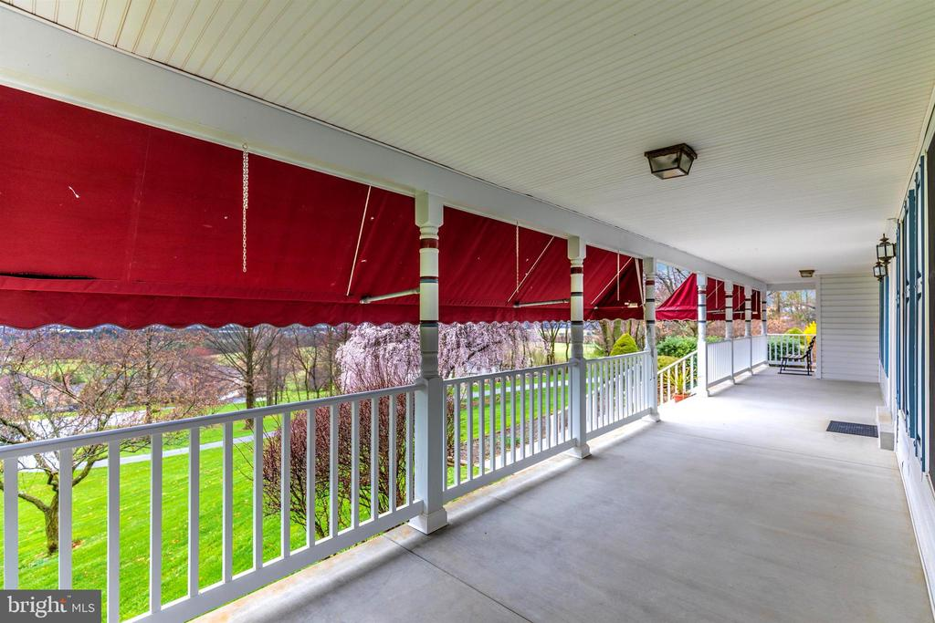 Pull up a chair and relax! - 7799 COBLENTZ RD, MIDDLETOWN
