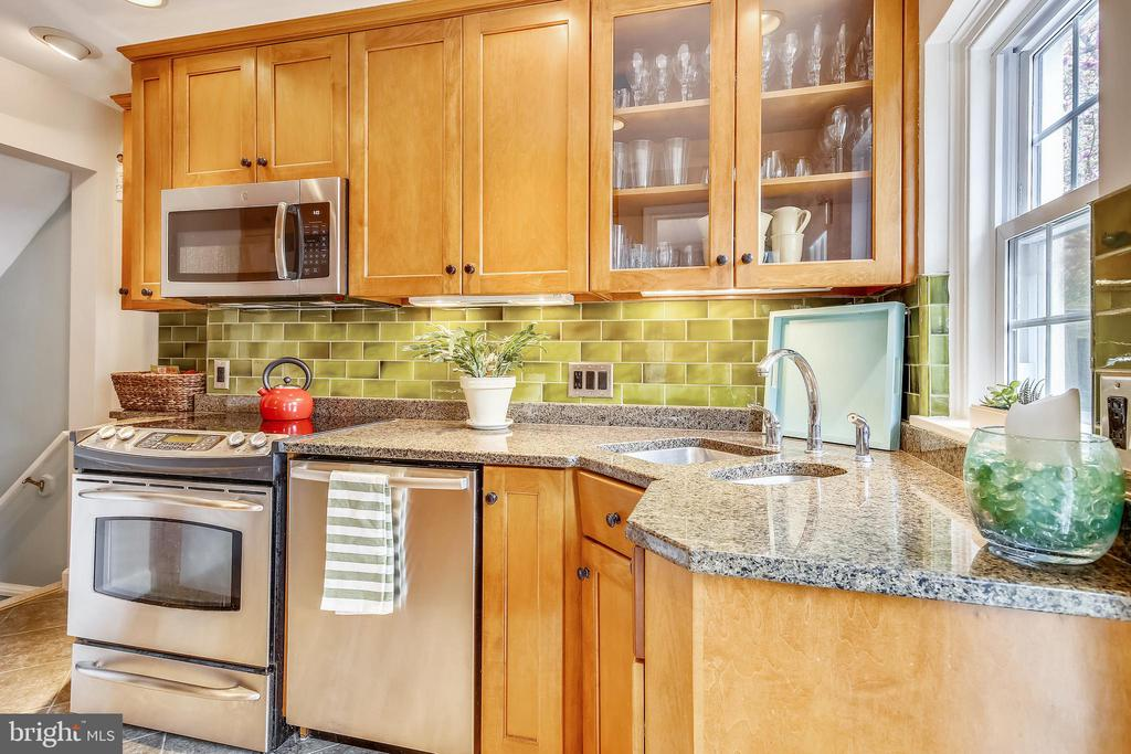 Gourmet kitchen - 4722 30TH ST S, ARLINGTON